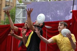 plate_juggling_belgians