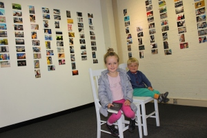 kids_at_photo_exhib