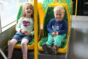 kids_on_tram